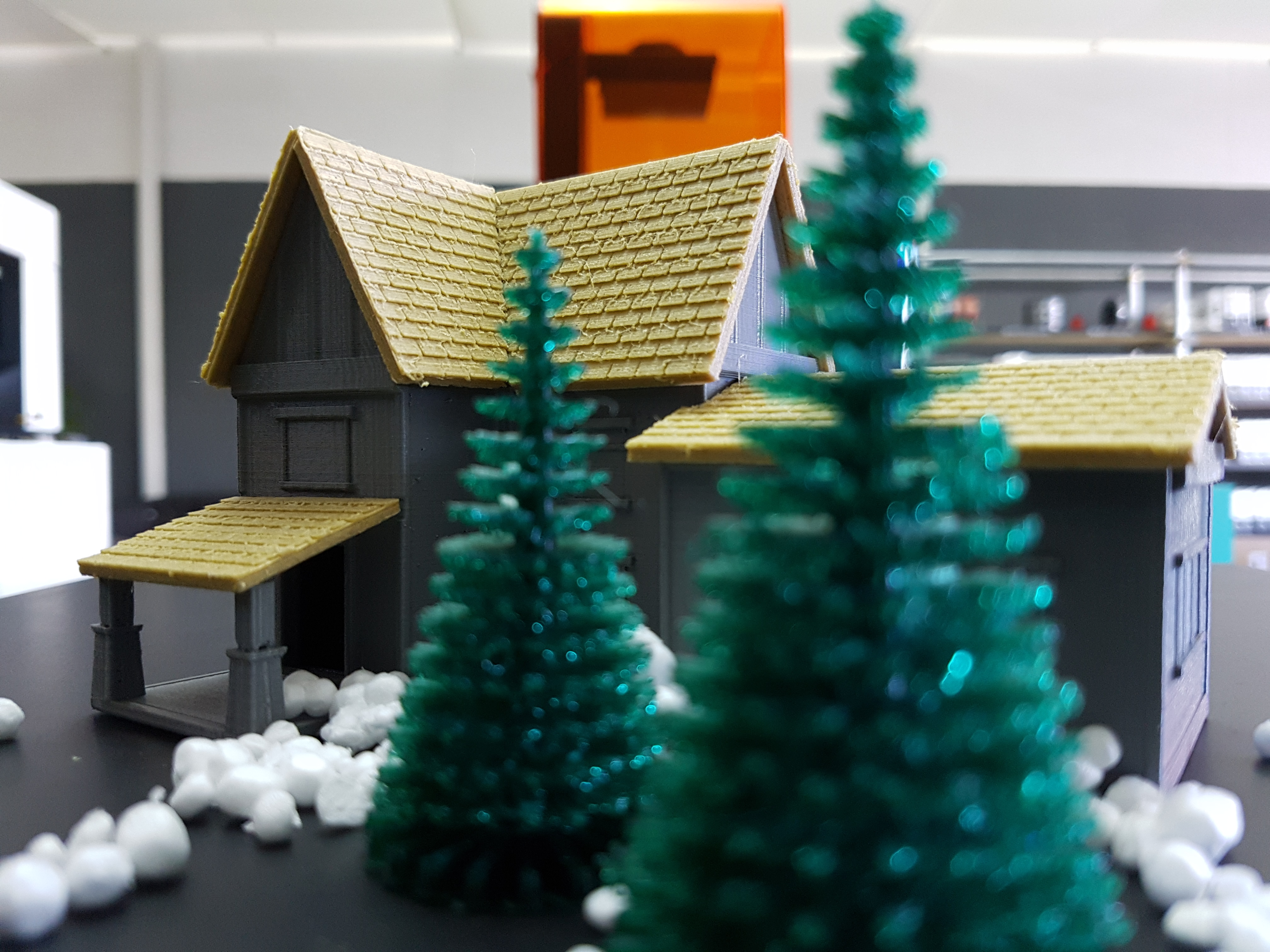 3D printed trees & wooden cabins on Ultimaker